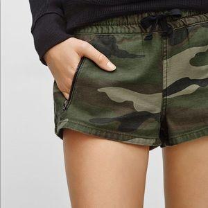 Aritzia TNA Alva camo shorts with drawstrings